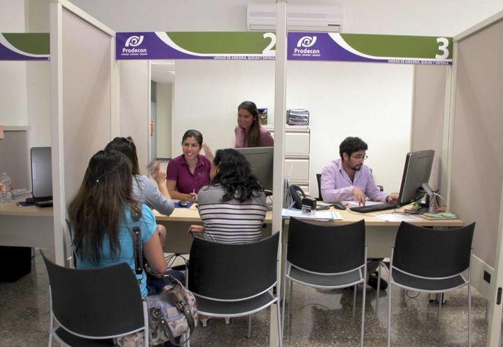 La Prodecon ha atendido en Yucatán a siete casos de robo de identidad. Imagen del módulo de atención en la oficinas de la dependencia. (Milenio Novedades)