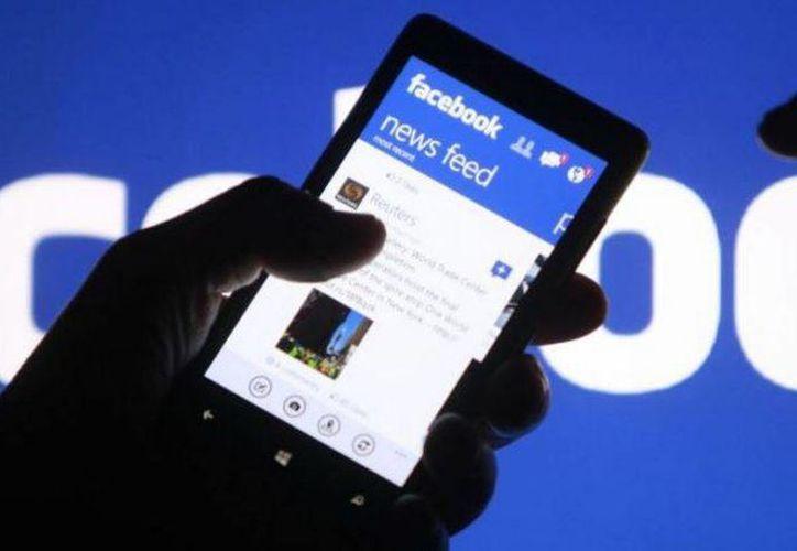 La actualización de Facebook servirá para que las historias relevantes para el usuario se encuentren en la parte superior del servicio. (Agencias)