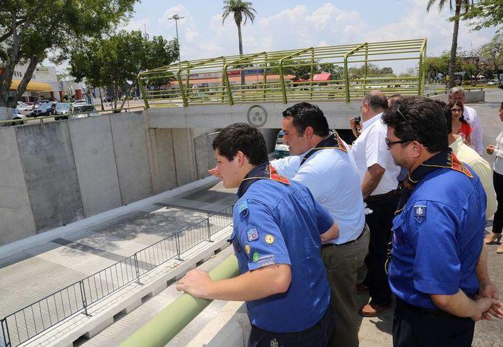 El alcalde (c) hizo un recorrido para supervisar el avance de los trabajos. (Milenio Novedades)
