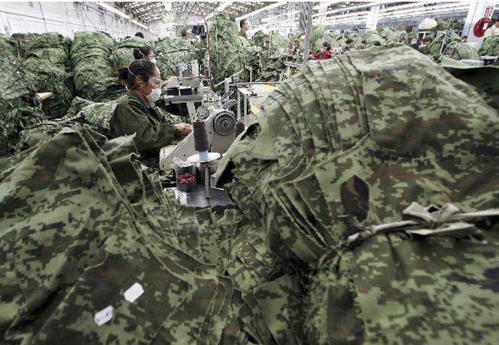 El vestuario se hará con tela denominada ripstop, que permitirá sustituir a la gabardina. (militaryphotos.net)
