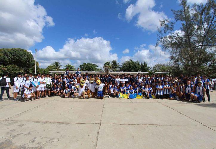 Alumnos de seis escuelas pertenecientes a la Uestis se enfrentaron en un encuentro deportivo en fase estatal. (Jesús Caamal/SIPSE)