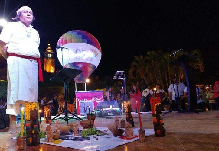 El Festival del Globo en Yucatán (FIGY) arrancó este jueves por la noche en la Plaza Grande y continuará este viernes por la tarde en el Autódromo Yucatán. (José Acosta/SIPSE)