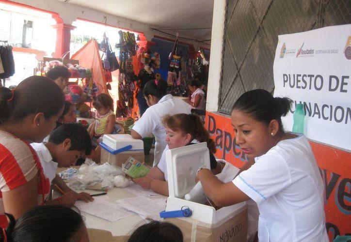 EL personal de salud municipal ha llevado acciones de perifoneo en las 11 colonias más con la principal finalidad de que los infantes menores de cinco años sean vacunados. (Javier Ortiz/SIPSE)