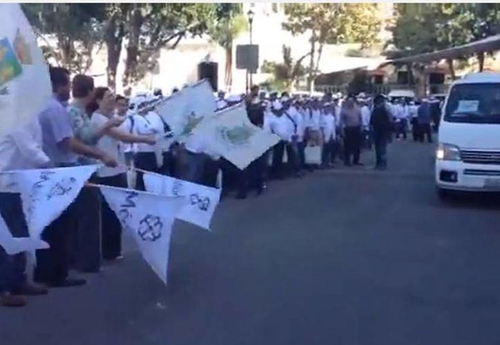 Captura de pantalla del banderazo de salida del contingente que luchará contra el mosco Aedes aegypti. (Captura de YouTube SIPSE)