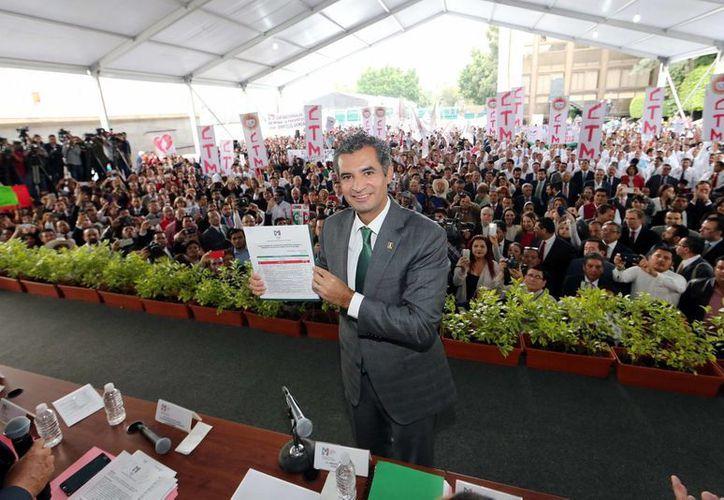 Enrique Ochoa Reza registró ayer su candidatura a la presidencia del del PRI ante la Comisión Nacional de Procesos Internos. (Notimex)