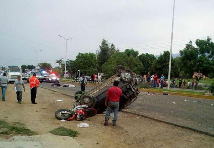 El accidente sucedió en la carretera federal 190, tramo Oaxaca-Etla. (vanguardia.com)