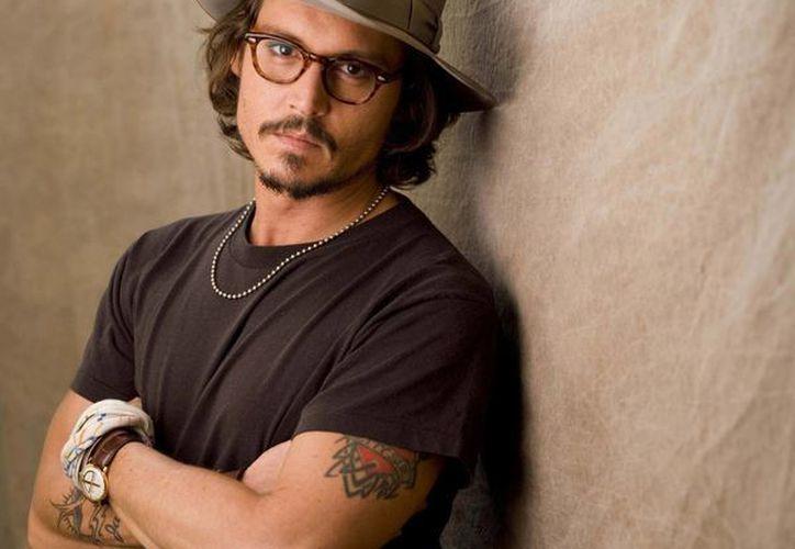"""Johnny Depp saltó a la fama con el personaje de """"El joven manos de tijera"""" en 1990. (linio.com.mx)"""