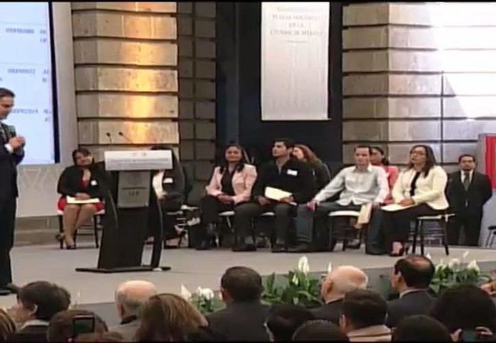 Mensaje del secretario de Educación, Aurelio Nuños Mayer, durante la asignación de plazas docentes de la Ciudad de México, el martes 7 de febrero de 2017. (@SEP_mx)