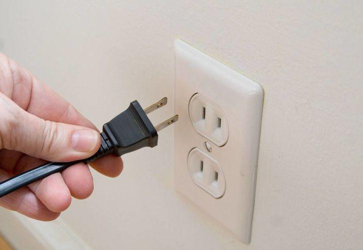 Desconectar los aparatos electrónicos es una de las medidas para ahorrar luz. (Contexto/Internet)