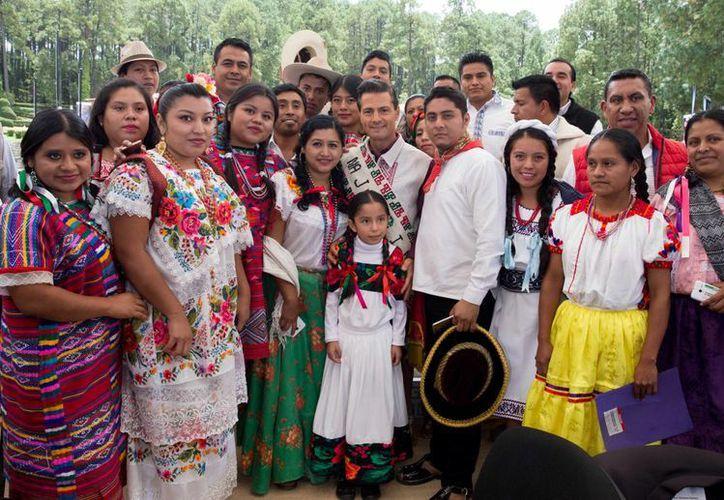 Peña Nieto encabezó la conmemoración del Día Internacional de los Pueblos Indígenas en una comunidad del Estado de México. (Presidencia)