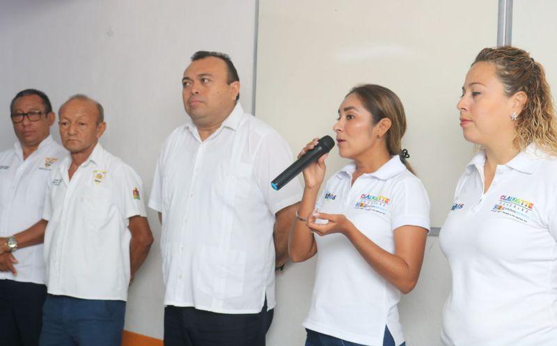 Claudette González pidió el respaldo de los taxistas y se comprometió a trabajar por ellos, ya que los más beneficiados serán sus familias. (Foto: Redacción/SIPSE)