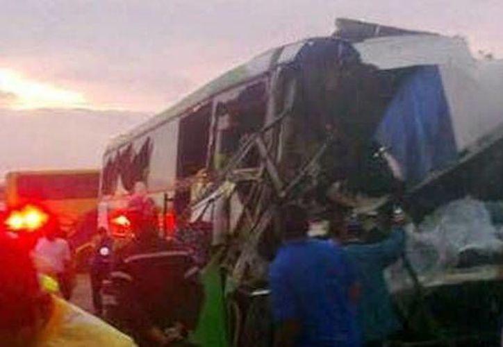 En estas condiciones quedó uno de los autobuses. (Crédito: @anzoateguipcad)