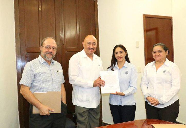 El rector de Uady, José de Jesús Williams se reunió con directivos de la Autamuady para firmar un acuerdo laboral. (SIPSE)
