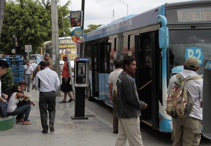 Esperan que se mantenga el 50% de descuento del costo del boleto del transporte urbano en los grupos vulnerables. (Tomás Álvarez/SIPSE)