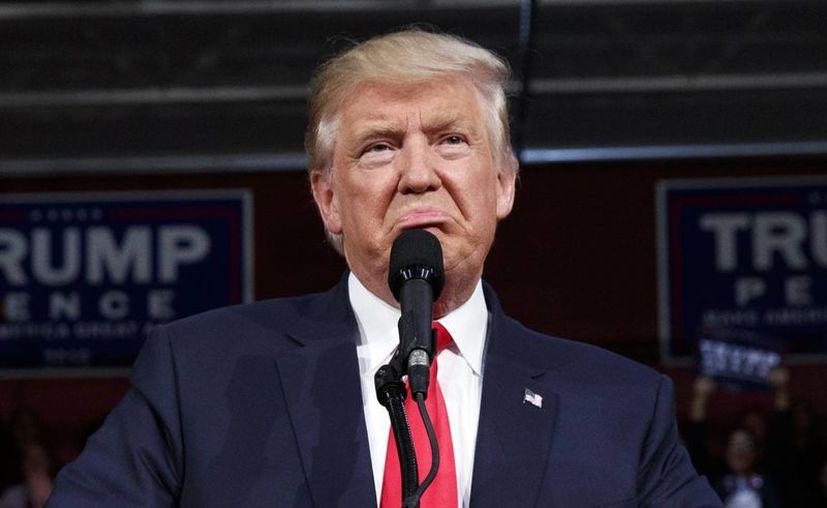Trump dijo que Ryan debería pasar más tiempo dedicado a equilibrar el presupuesto, crear empleos en lugar de malgastarlo luchando contra el candidato republicano. (AP/Evan Vucci)
