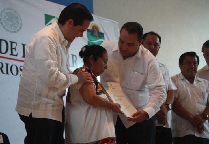 Ejidatarios deTulum reciben certificación de tierras. (Rossy López/SIPSE)