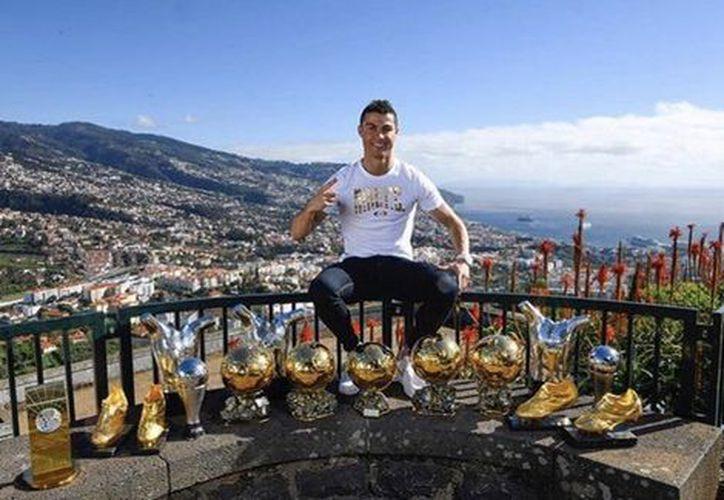 Cristiano Ronaldo posa en Madeira, su ciudad natal. (Twitter)