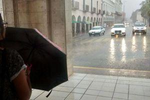 Fuerte lluvia sorprende a Mérida