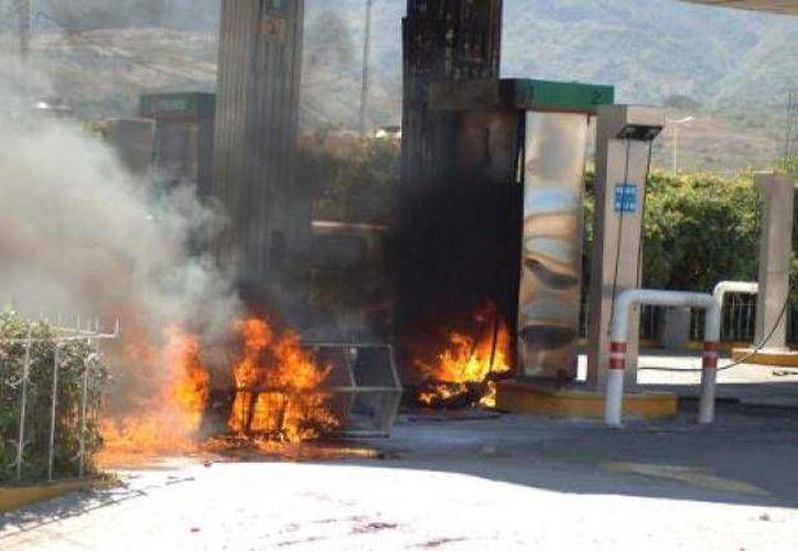 El comando armado asaltó e incendió una gasolinera. (Archivo/SIPSE)