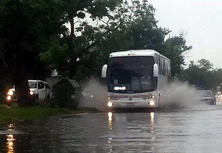 La ciudad de Montevideo registró este viernes el día más lluvioso de 2014. (EFE)