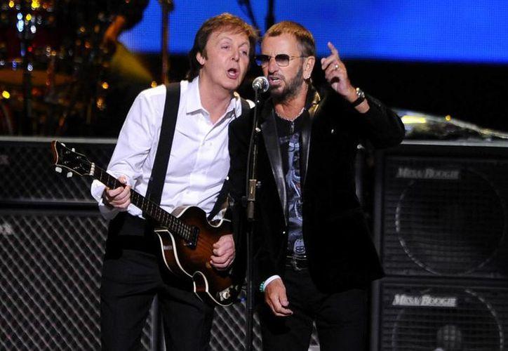 Los Beatles (en la foto   Paul McCartney y Ringo Starr) recibirán un premio especial de la academia por su trayectoria. (Agencias)