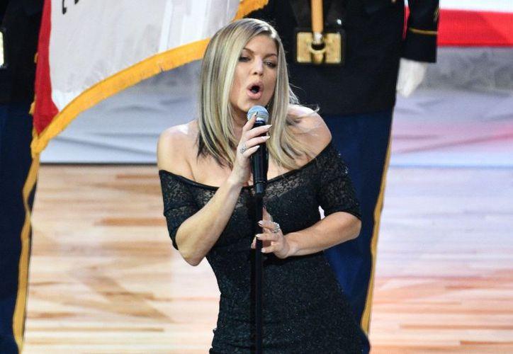 Fergie asegura que se sintió honrada y orgullosa de cantar el himno nacional en el evento. (Foto: Twitter)