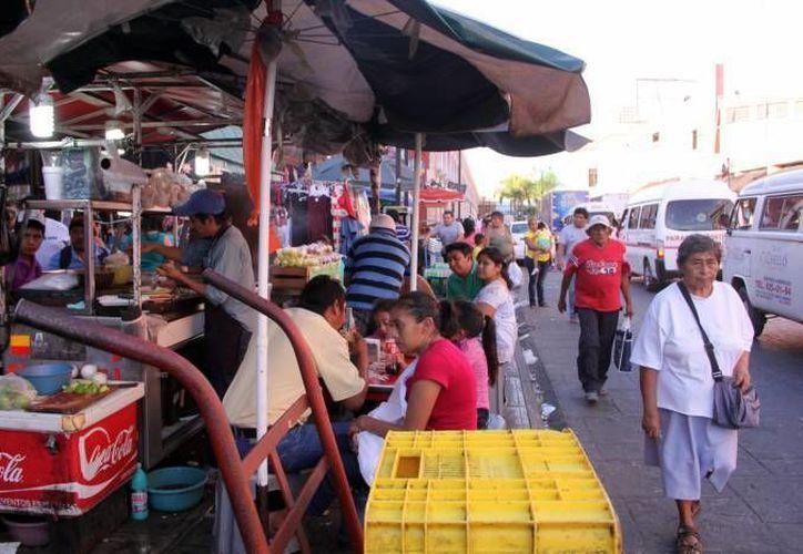 La Canaco llama a las autoridades a que se mantenga controlado el ambulantaje, para que no se desborde por ventas del 10 de Mayo. (Milenio Novedades)