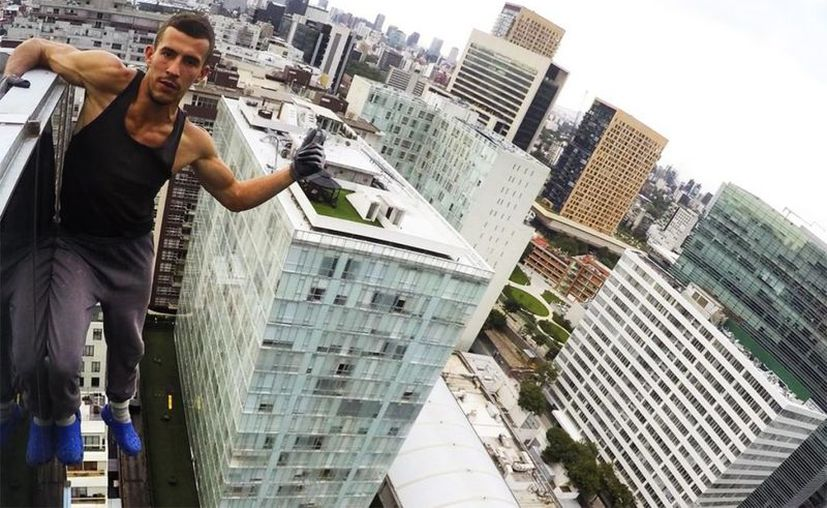 Pavel, se ha vuelto famoso por subir vídeos o imágenes a sus redes sociales, escalando importantes edificios de diversos países. (Foto: Contexto/Internet).