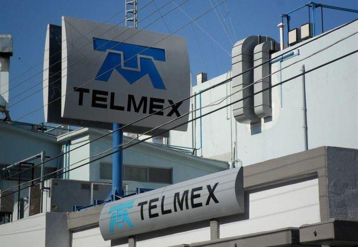 Si el usuario adquirió una computadora o una tableta y deja de pagarla, ahora Telmex no podrá cancelar el servicio de teléfono. (Archivo SIPSE)