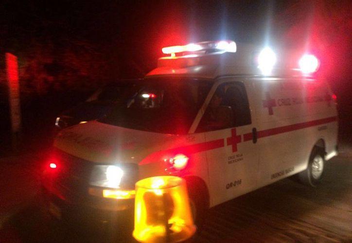 Al lugar arribaron elementos de Protección Civil, Cruz Roja Mexicana y Bomberos. (Redacción/SIPSE)