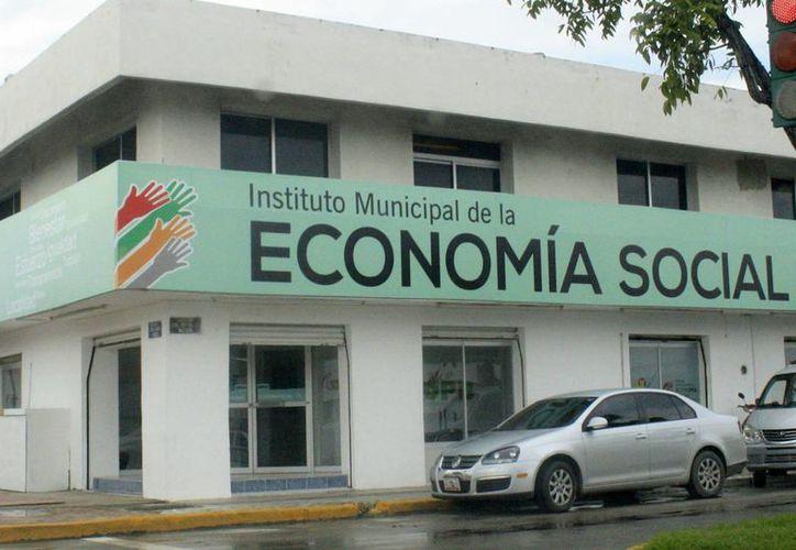 Los montos de financiamientos son de hasta 300 mil pesos por sociedad de producción; en la imagen el Instituto Municipal de la Economía Social. (Harold Alcocer/SIPSE)