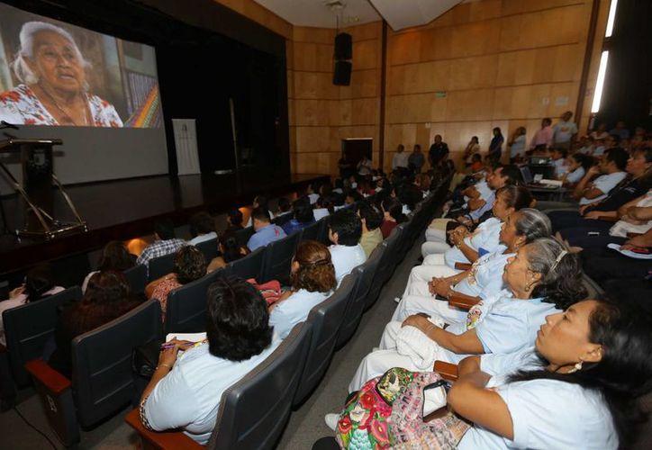 La Jornada 'Mujeres, Derechos y Oportunidades para Todas' se realizó en el Centro Cultural Olimpo de Mérida. (SIPSE)