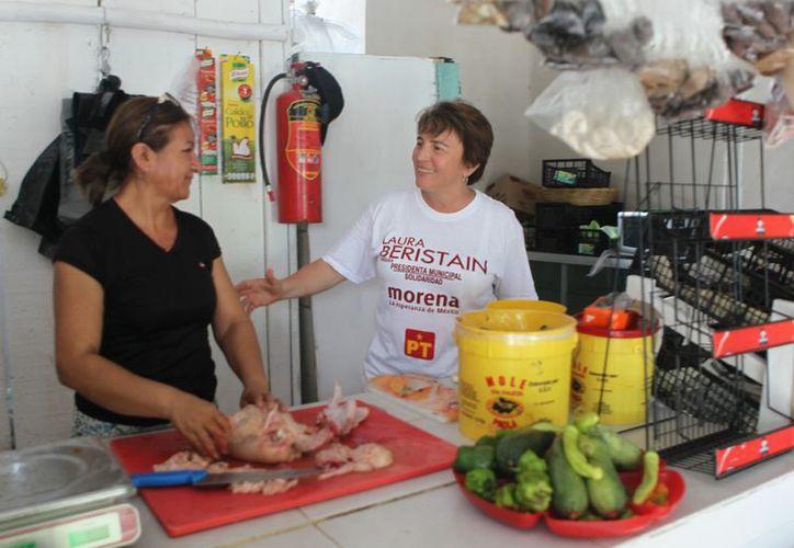 La candidata Laura Beristain propone el del programa Apoyo para Jefas de Familia. (Foto: Redacción)