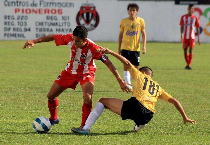 Pioneros Junior suma dos derrotas en las últimas jornadas, ante Deportiva Venados (2-0) y recientemente con Tigrillos de Chetumal (2-1). (Ángel Villegas/SIPSE)