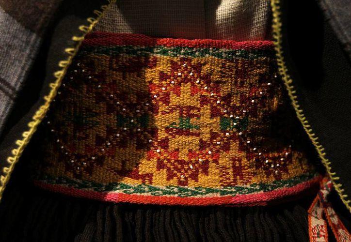 """Faja de tejido de aguayo precolombino en la exhibición """"Los hilos de la vida"""", en La Paz, Bolivia. (EFE)"""