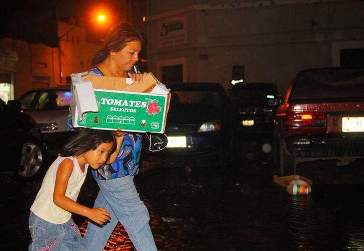 Un disturbio tropical que atraviesa la Península causó ayer lluvias en la ciudad de Mérida, donde la llovizna no dejó de caer sino hasta la noche. (José Aragón/SIPSE)