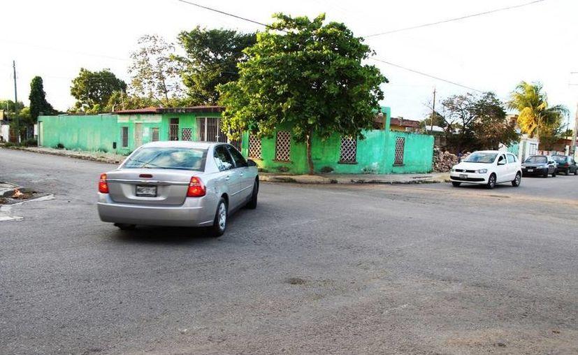 Vecinos de San José Vergel piden mejores señalamientos en la esquina 14 por 21-A, donde se ubica la capilla San José de Nazareth. (Fotos cortesía)