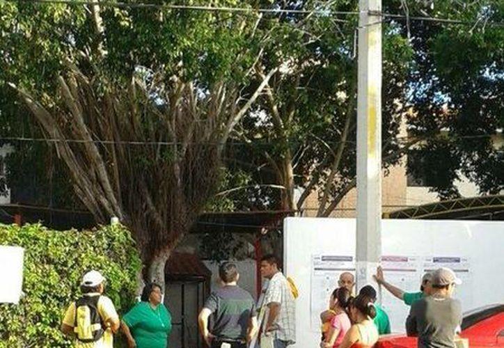 Los representantes tuvieron que abandonar las instalaciones de la casilla. (Licety Díaz/SIPSE)