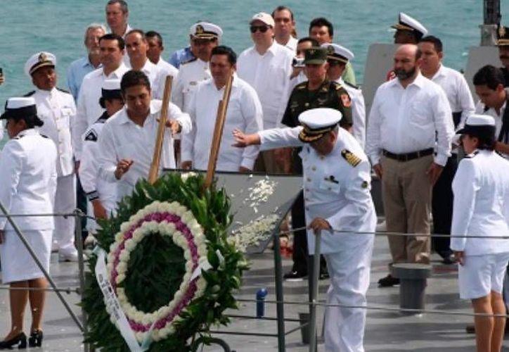 Como cada año, el festejo del Día de la Marina incluye una ofrenda floral en alta mar, que en esta ocasión se realizará el próximo lunes. (SIPSE)