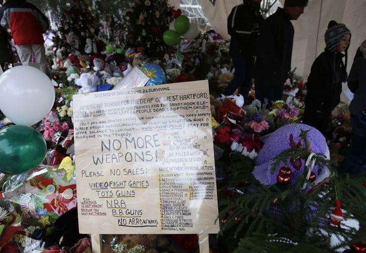 Altares en memoria de los niños muertos. (Agencias)