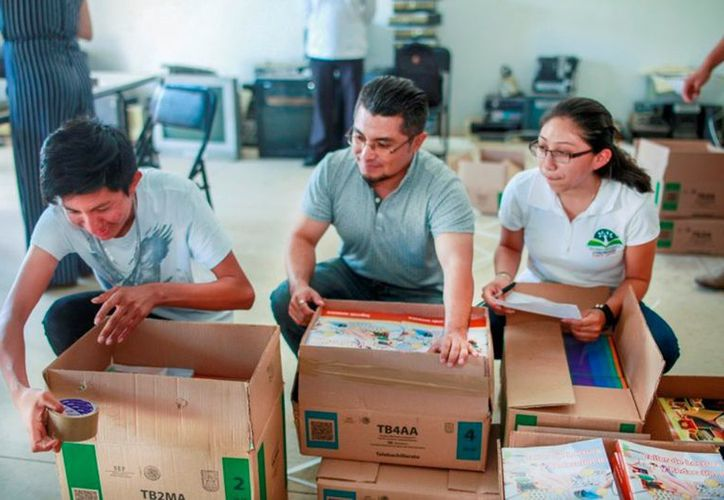 Se distribuyó textos y material de apoyo al estudiantado de los Telebachilleratos. (Novedades Yucatán)
