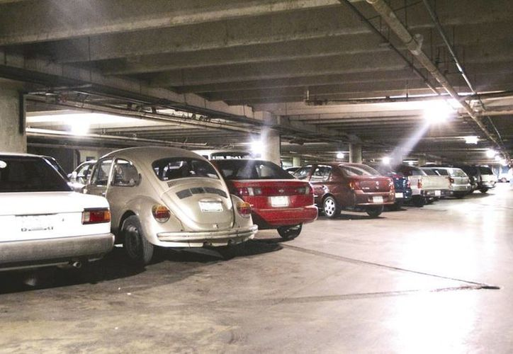 Ante el gran número de la flota vehicular, los estacionamientos reportan espacios llenos en Mérida. (Milenio Novedades)