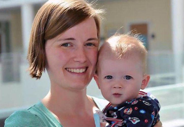 El pequeño fue sometido a una operación experimental tras nacer con medio corazón. (Foto: Express.co.uk)