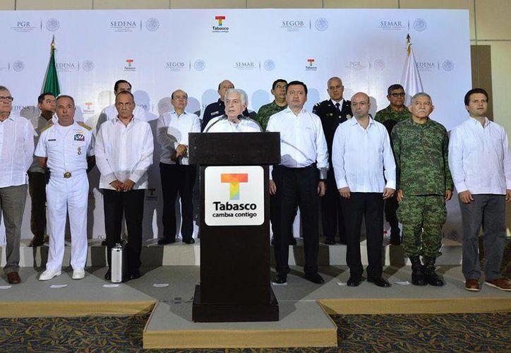 El titular de Gobernación, Miguel Ángel Osorio, se reunió en la capital tabasqueña con el gobernador Arturo Núñez. (Facebook/Gobierno del Estado de Tabasco)