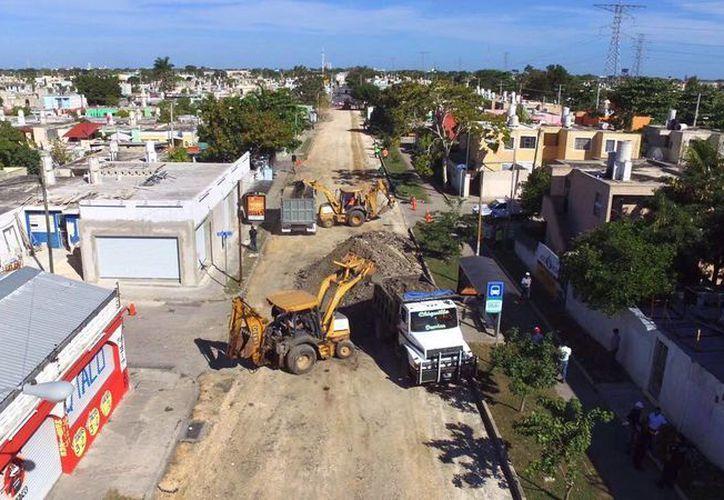 Como parte del proyecto integral de modernización vial de Mérida, este viernes dieron inicio los trabajos en la la calle 10 Av. Universidad Pedagógica de la colonia Vergel II por Av. Quetzalcóatl y calle 69. (Fotos cortesía del Ayuntamiento)