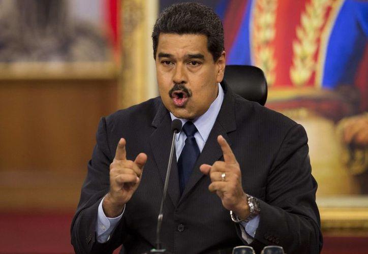 Nicolás Maduro cedió 15 atribuciones ejecutivas al vicepresidente Tareck El Aissami. (AP/Ariana Cubillos)