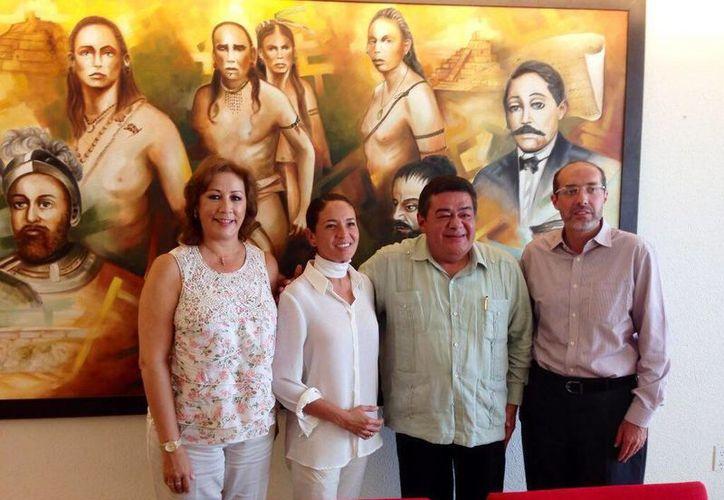 La actriz Yolanda Andrade y otros funcionarios visitaron al gobernador de Campeche, Fernando Ortega Bernés, para proponer el proyecto 'Es tu día'. (@yolandandrade)