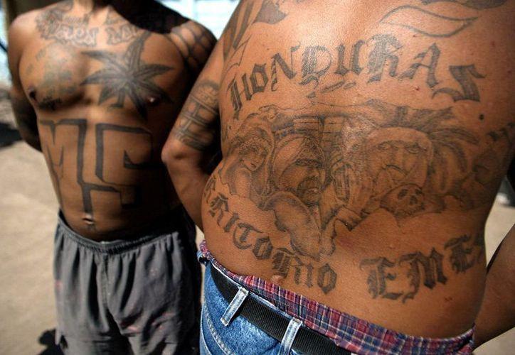 Las pandillas mantienen controladas varias zonas de Centroamérica mediante extorsión y amenazas, así como violencia sexual. (Archivo/AP)