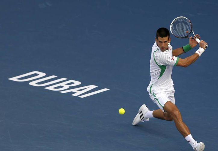 Djokovic espera rival para pelear el trofeo en Dubai. (Agencias)