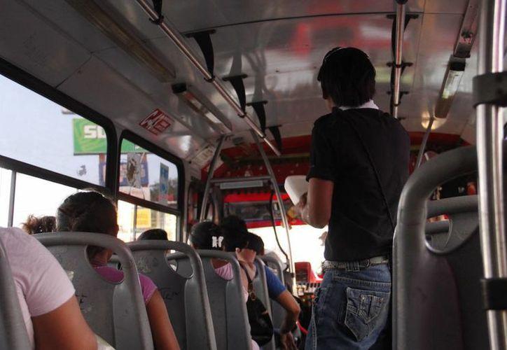 Los usuarios del transporte público exigen cada vez un mejor servicio. (Juan Albornoz/SIPSE)